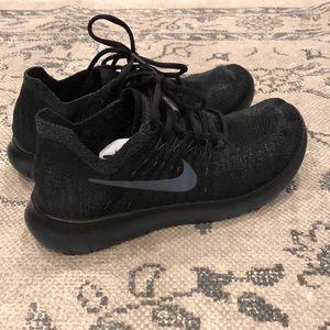 Black Nike Free RN Flyknit